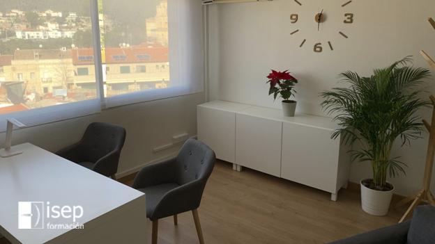 La alumni de ISEP Eva Juni abre su propio centro de psicología en Castellar del Vallés