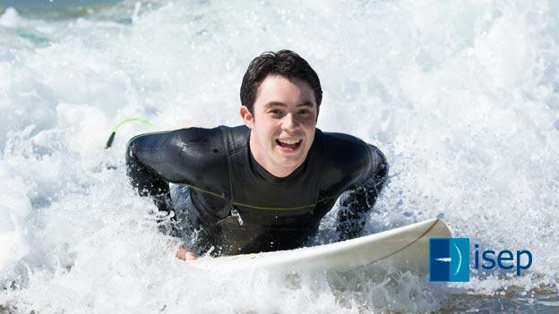 Los jóvenes con TEA y los efectos del «Surf Adaptado»